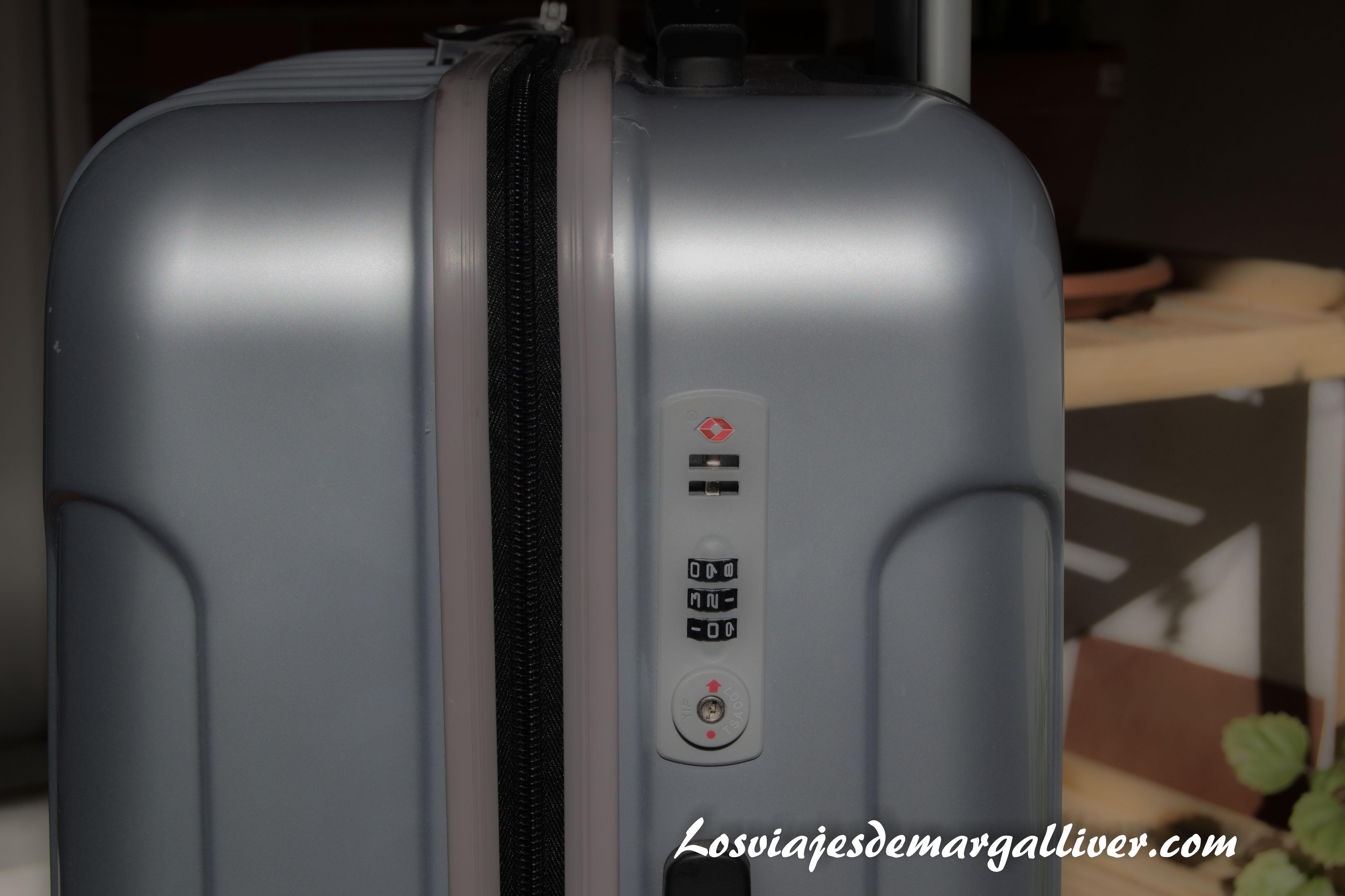 detalle del candado TSA de la maleta gladiator para viajar a Canadá - Los viajes de Margalliver